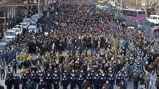 Bei zwei getrennten Kundgebungen in Eriwan versammelten sich jeweils Zehntausende von Anhängern und Gegnern Paschinjans