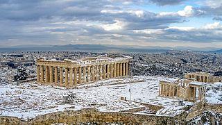 Una rara immagine dell'Acropoli di Atene coperta di neve lo scorso 17 febbraio