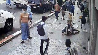 هواداران کودتاگران در یانگون با چاقو به جان معترضان افتادند