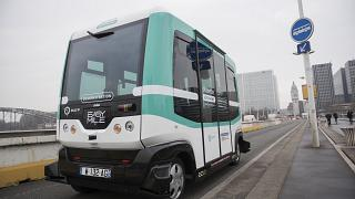 عربة ذاتية القيادة تربط بين محطتي قطار في باريس. 2017/01/24