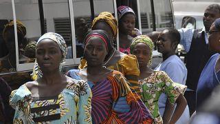 فتيات محررات بعد الاختطاف، يحضرن حفل في أبوجا، نيجيريا الثلاثاء، 2017