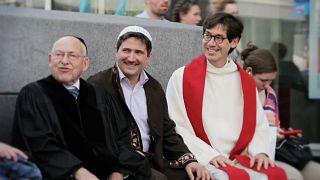 Una e trina, una chiesa per tre fedi che guarda al futuro