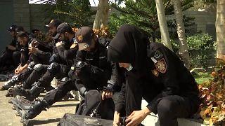 Pakistan : des policiers en rollers dans les rues étroites de Karachi