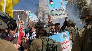 مواجهات بين الشرطة الإسرائيلية وفلسطينيين في الخليل