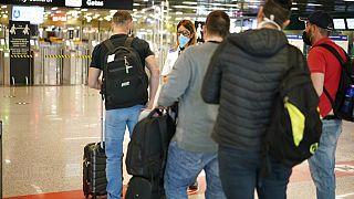Colas ante los controles del aeropuerto de Roma