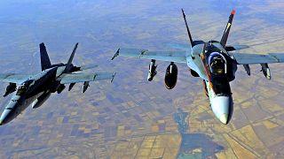 صورة من الارشيف- طائرات أمريكية تنفذ غارة جوية على  مواقع في سوريا