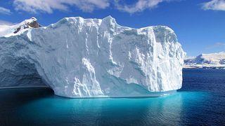 جبال جليدية ضخمة - أنتركتيكا