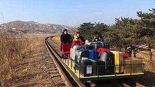 Covid-19 pandemisi kısıtlamalarında Kuzey Kore'den ülkesine dönmeye çalışan Rus diplomatı ve ailesi