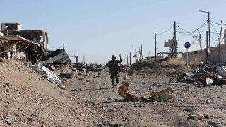 مقاتل من البشمركة  في بلدة سنجار  بعد استعادتها من تنظيم الدولة الإسلامية في شمال العراق