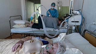 Ukrayna'da bir hastanede Covid-19 hastaları/Arşiv