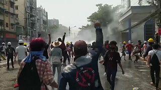 شرطة ميانمار تفرق بعنف تظاهرات.. ومقتل 6 أشخاص على الأقل