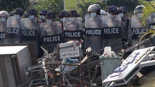 Polícia anti-motim em Rangum