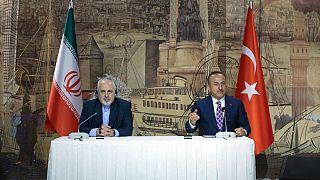 مولود چاووشاوغلو، وزیر خارجه ترکیه(راست) و محمدجواد ظریف، وزیر خارجه ایران(چپ)