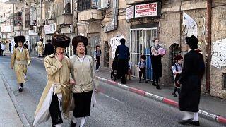 اشتباكات بين الشرطة الإسرائيلية ويهود متشددين بسبب دميتين في عيد المساخر