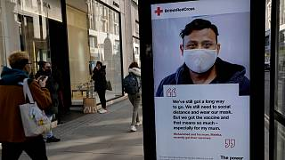 Reino Unido está lançado na vacinação, mas continua a recomendar contenção