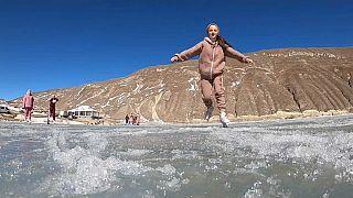 Schlittschuhfahrerin auf dem Ozero Mochokh