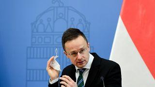 Szijjártó Péter külgazdasági és külügyminiszter a Stellantis-csoport szentgotthárdi beruházásáról tartott sajtótájékoztatón Budapesten 2021. február 26-án