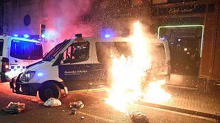 İspanya'da yakılan polis aracı