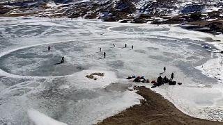 ویدئو؛ لذت اسکیت و سورتمه سواری در دریاچه موچوخ جمهوری داغستان