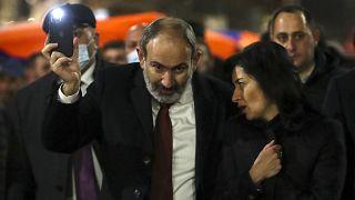 مسيرات مؤيدة وأخرى معارضة لرئيس الوزراء الأرميني في ظل تعمق الأزمة السياسية