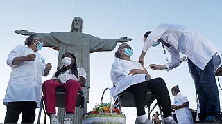 Brasil já vacinou mais de 6,7 milhões de pessoas com a primeira dose