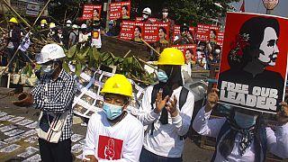 Prosiguen las protestas del movimiento civil contra la represión militar en Birmania