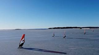 Φινλανδία: Ιστιοσανίδα στον πάγο