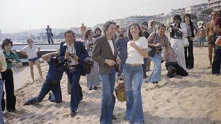 Una foto storica: Serge Gainsbourg e Jane Birkin al Festival del Cinema di Cannes 1974.