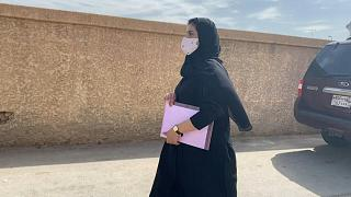 السعودية نيوز |      شاهد: الناشطة السعودية لجين الهذلول تحضر جلسة استئناف ضد قرار منعها من السفر