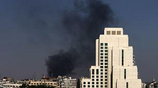 دخان ينبعث في سماء دمشق جراء القصف. 2013/08/25