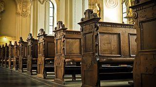 Fransa'da 1950'den bu yana kiliselerde en az 10 bin çocuğun istismara uğradığı tahmin ediliyor