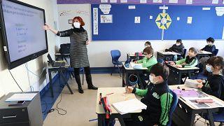 فيروس كورونا عمق فجوة التعليم بين التلاميذ الأغنياء والفقراء