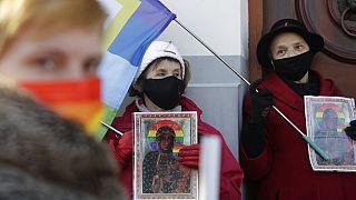 Polonya: Meryem Ana'yı gökkuşağı çemberiyle tasvir eden LGBT aktivistleri serbest