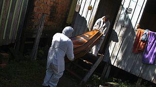 Sarg einer 94-Jährigen, die Ende Januar zu Hause in Manaus an Covid-19 gestorben ist