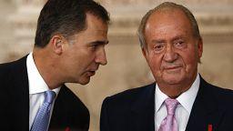 La vacunación de las hijas del rey emérito de España en Abu Dabi provoca indignación y debate