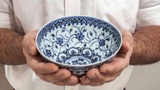 وعاء من الخزف الصيني تم شراؤه مقابل 35 دولارًا في كونيتيكت تبين أنه قطعة أثرية صينية نادرة من القرن الخامس عشر تتراوح قيمتها بين 300 ألف دولار و 500 ألف دولار.