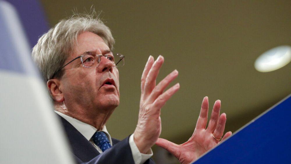 Το αυξανόμενο χρέος της Ευρωζώνης πιθανότατα θα ισοδυναμεί με τον πλούτο της για πρώτη φορά, λέει ο Gentiloni της ΕΕ