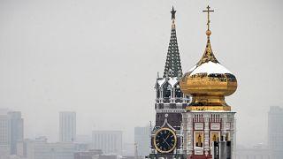 برج سباسكايا في الكرملين في وسط مدينة موسكو