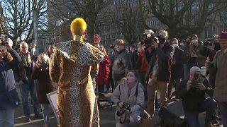 عاملان الجنس الهولنديات يحتجن على القيود المفروضة جراء الفيروس على حرفتهن