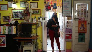 Mexikói prostituált HIV-szűrésre vár 2020. december 20-án