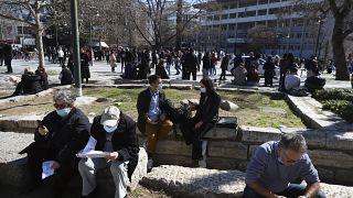 المئات خرجوا إلى الشوارع بعد الزلزال خوفا من هزات ارتدادية