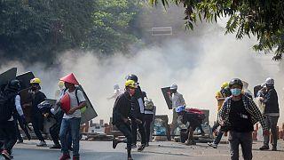 Myanmar'ın Mandalay kentinde güvenlik güçleri protestoculara müdahale etti