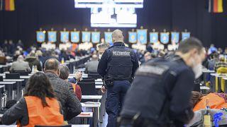 پلیس در تحمع حزب آلترناتیو برای آلمان در درسدن
