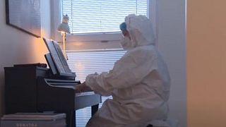 Klavierkonzert für Covid-19-Patienten auf der Intensivstation