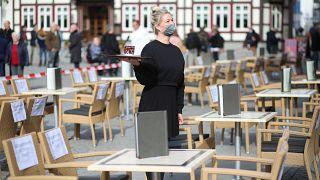 Protest einer Kellnerin in Wernigerode