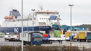 Des camions arrivant à Larne en Irlande du nord, après avoir débarqué d'un ferry le 2 mars 2021