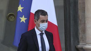 وزير الداخلية الفرنسي جيرالد دارمانين يغادر قصر الإليزيه في باريس، فرنسا