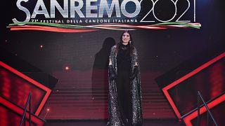 Laura Pausini auf der Bühne des Sanremo