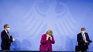Η Άνγκελα Μέρκελ με το επιτελείο της μετά την ολοκλήρωση της τηλεδιάσκεψης για την πανδημία - 4 Μαρτίου 2021