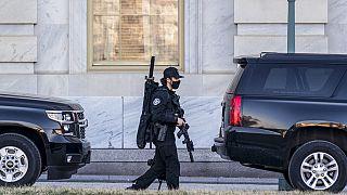 Δρακόντεια μέτρα ασφαλείας στην Ουάσινγκτον έξω από το Καπιτώλιο